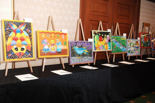 参加拍卖的儿童画_新浪上海