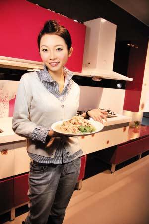 美女厨房清润雪梨鸡丝组图