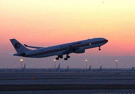 第三跑道试飞成功 浦东机场可起降全球最大客机